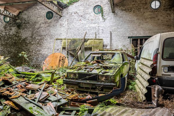 Abandoned Volvo - WooW Plakater Forladte steder - Urban Explore