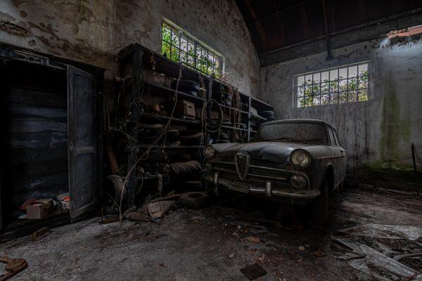 Forladt autoværksted - WooW Plakater Forladte steder - urban explore