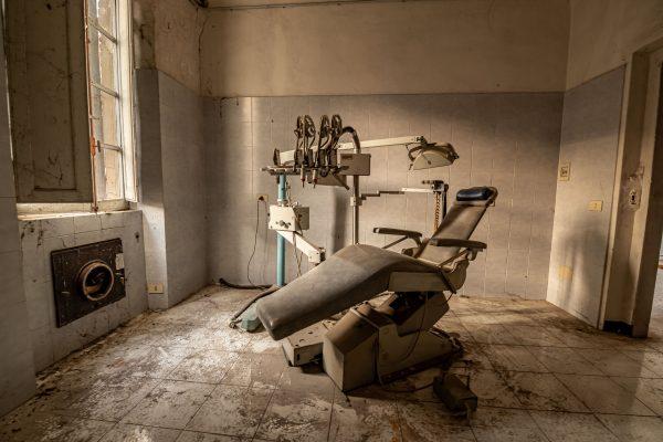 Tandlæge Skolen - WooW Plakater Forladte steder - urban explore
