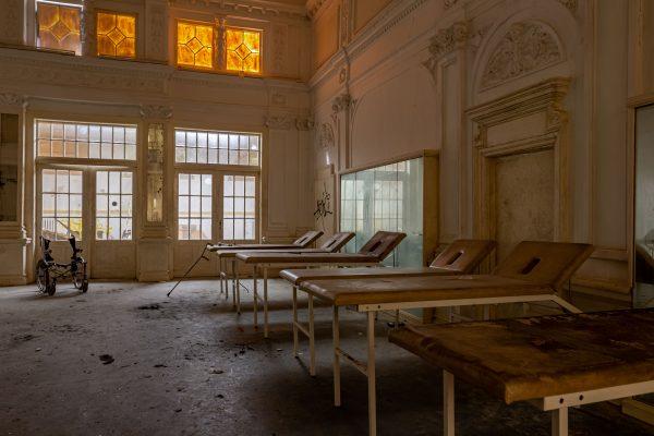 Nurse School - WooW Plakater Forladte steder - Urban Explore