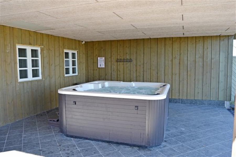 Stort Sommerhus til 14 personer, nær Højer, Vadehavet og Hjerpsted.