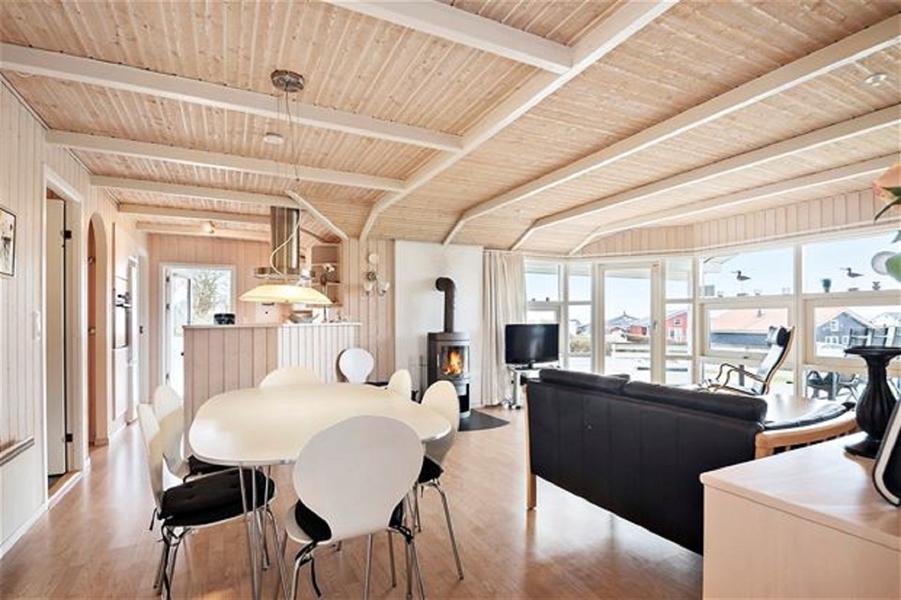 Dejligt Sommerhus i Lavensby Strand,8 personer, med Havudsigt, Vildmarksbad,Infarød Sauna, Spabad, Internet, hund tilladt, fri Svømmehal, spil m.m.
