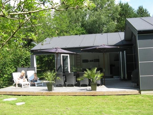 Dette dejlige luksussommerhus ligger ugenert på en blind vej
